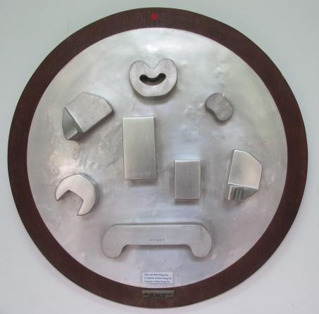 Ngôn ngữ Điềm Phùng Thị. Nhôm và gỗ. 1965. Ảnh: Trần Đức Anh Sơn / Language of Diem Phung Thi. Aluminum and wood. 1965. Photo: Tran Duc Anh Son
