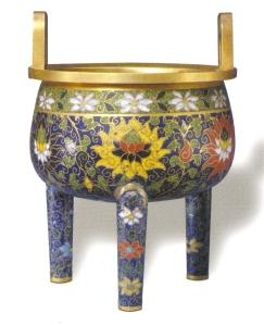 Ảnh 02: Lư Kháp ti pháp lang, dáng đỉnh, trang trí các cành hoa sen, thời Nguyên.